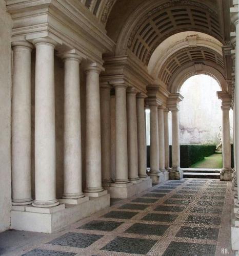 Il gioco dell'illusione: la Colonnata borrominiana nel Giardino Segreto