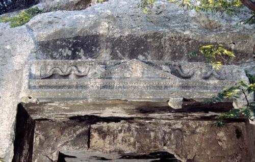 """Sepolcro """"Grotta della Vipera"""""""