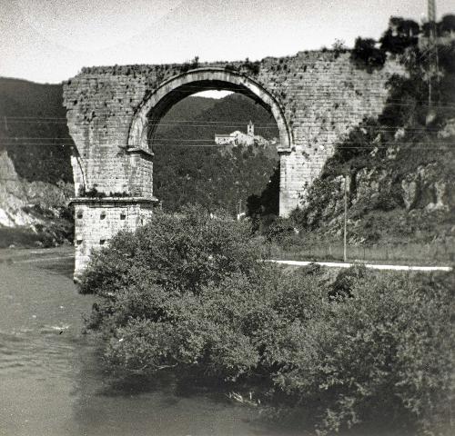 Da Da Narni a Perugia: viaggio in Umbria attraverso le foto steroeoscopiche del medico Primo Dorello (1872-1963)