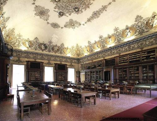 "Biblioteca Nazionale ""Vittorio Emanuele III"""