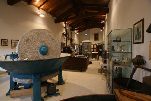 """Museo della tradizione olearia """"Sa mola de su notariu"""""""