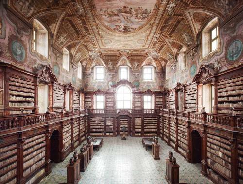 Biblioteca statale oratoriana annessa al Monumento nazionale dei Girolamini