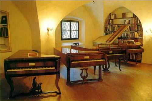 Museo del pianoforte antico - Accademia internazionale di interpretazione musicale su strumenti d'epoca